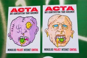 Stop ACTA - cartelli trovati a Milano in zona Corso Como